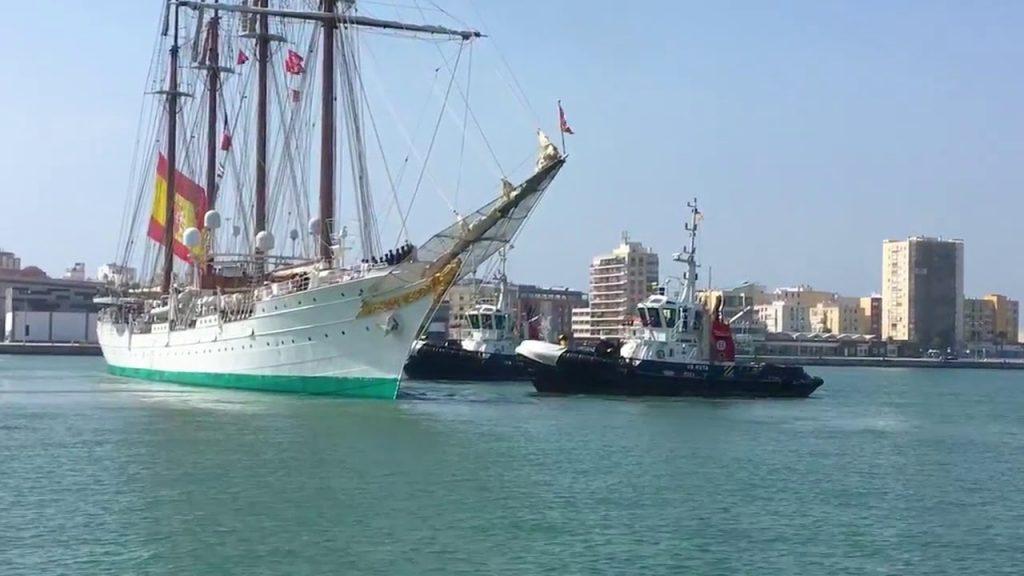 Desatraque del muelle del Puerto de Cádiz del Buque Escuela de la Armada española; Juan Sebastián de Elcano